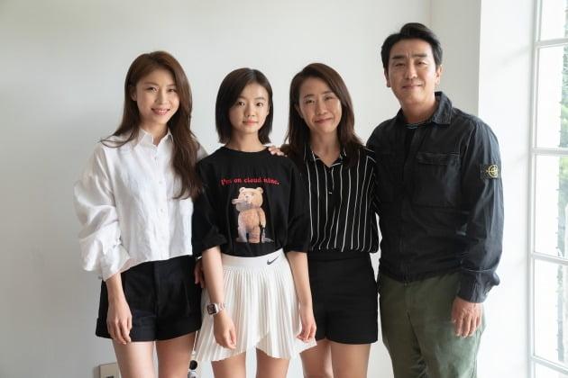 영화 '비광'의 배우 하지원(왼쪽부터), 김시아, 이지원 감독, 류승룡. / 사진제공=콘텐츠 난다긴다
