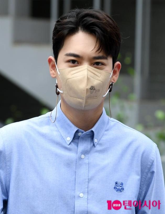 [TEN 포토] 라포엠 유채훈 '마스크를 뚫고 나오는 자체발광'