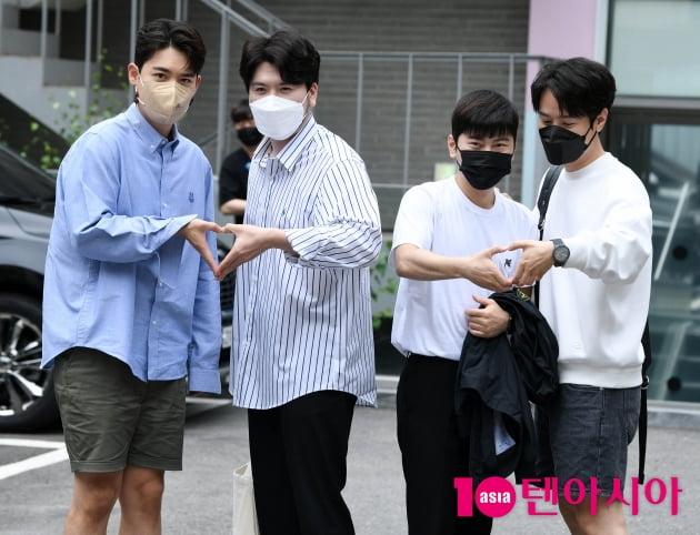 [TEN 포토] 라포엠 '신사동에 퍼지는 사랑의 하트'