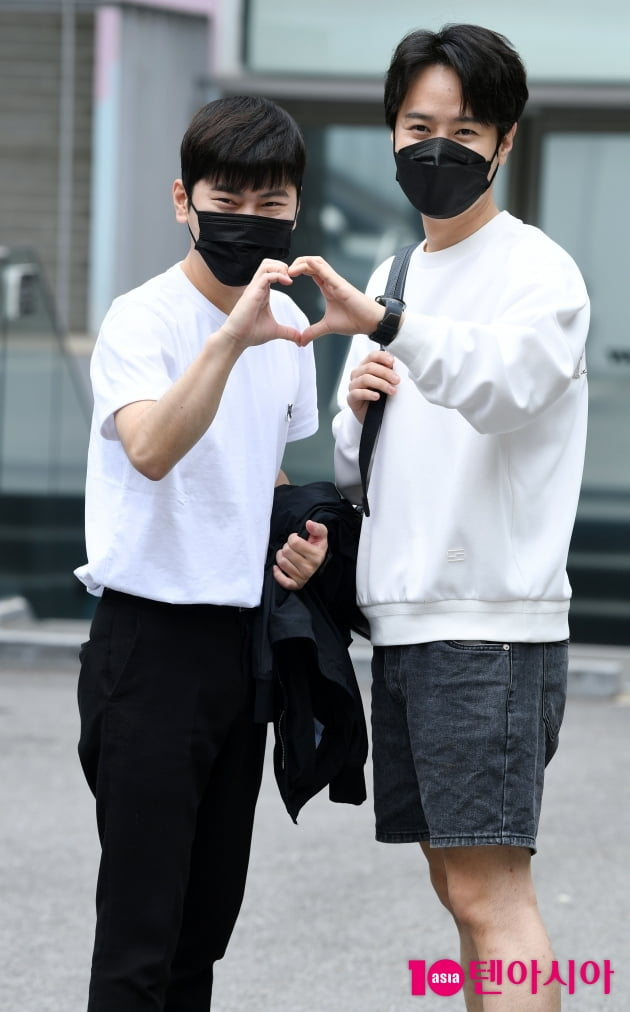 [TEN 포토] 라포엠 박기훈-최성훈 '둘이 합쳐서 하트도 두배'