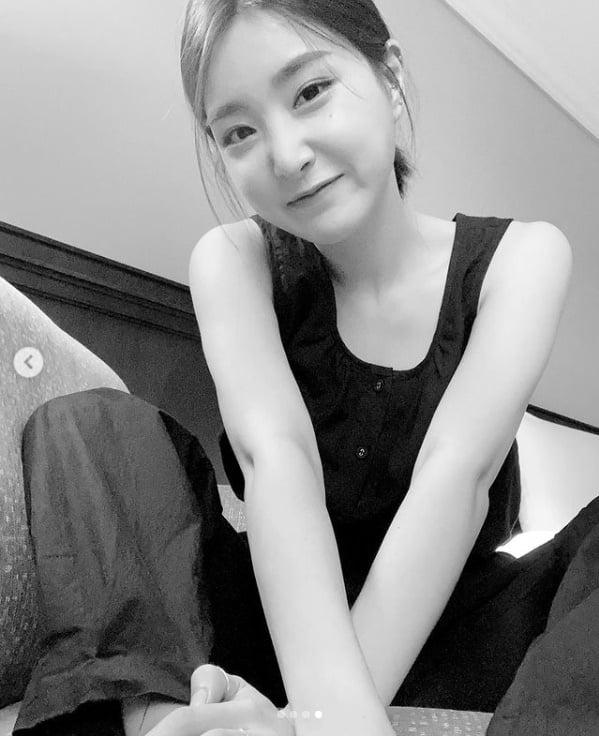 브레이브걸스 유나, 코로나 음성 뒤 밝은 미소[TEN★]