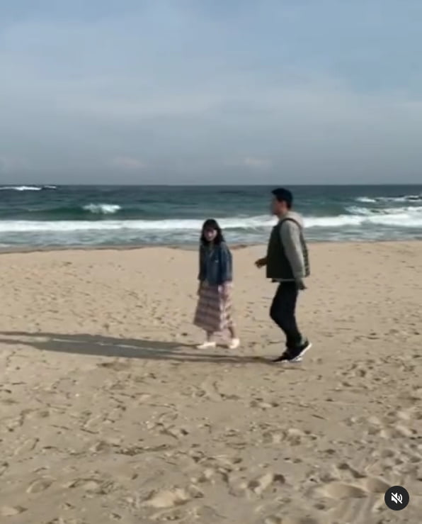 김혜윤, 해변에 나타난 마멜 공주...빛나는 청순미모[TEN★]