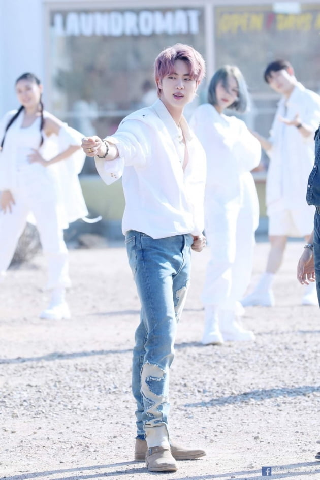 "PTD 컴백의 하이라이트 방탄소년단 진, ""우리가 춤추는 데 허락은 필요없지"""