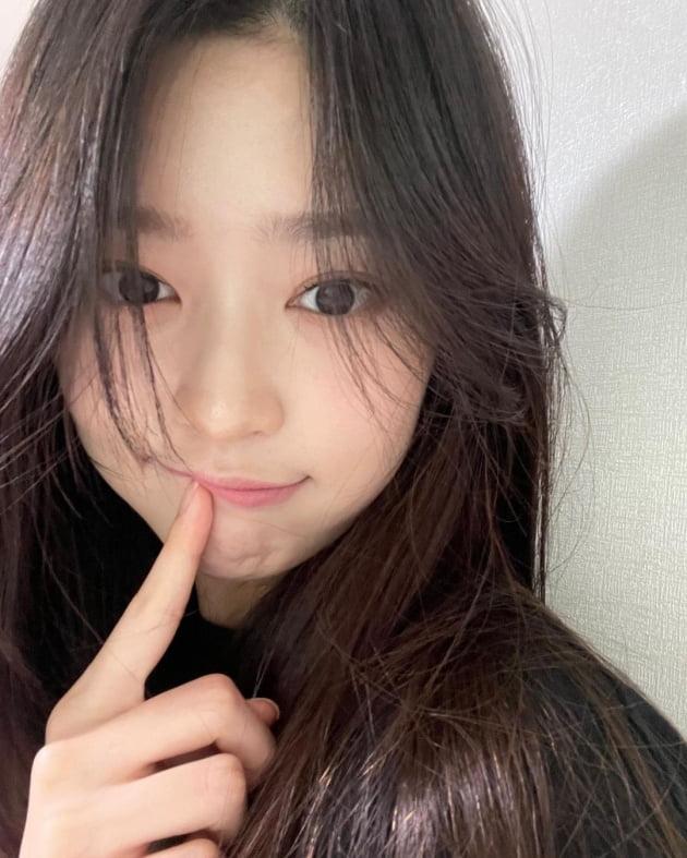 아이즈원 출신 김민주, 작은 얼굴에 꽉 찬 이목구비…내추럴 매력 [TEN★]