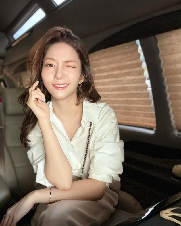 박민영, 차 안에서 혼자 해보는 윙크…서툴지만 사랑스러워 [TEN★]