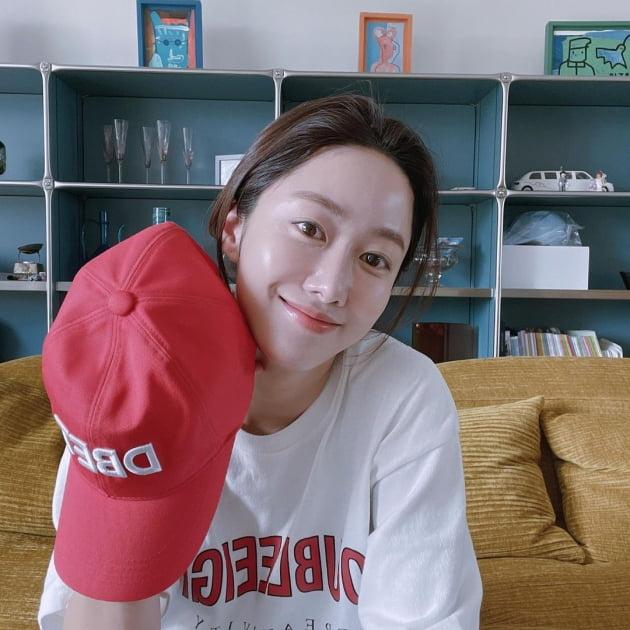 """'치과의사♥' 전혜빈, 39세에 입어 보는 """"요즘 교복, 편해"""" [TEN★]"""