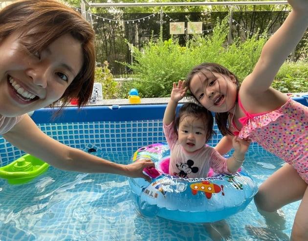 배우 이윤지와 두 딸/ 사진=인스타그램