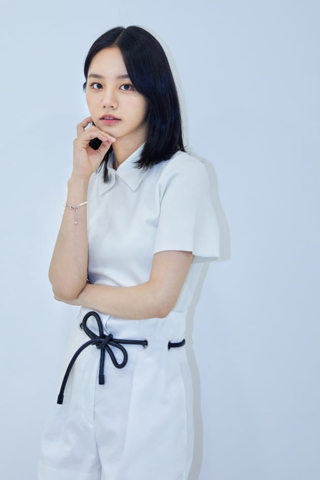 tvN 수목드라마 '간 떨어지는 동거'에서 구미호한테도 할 말 다 하는 99년생 요즘 인간 이담 역으로 열연한 배우 이혜리. /사진제공=크리에이티브그룹아이엔지