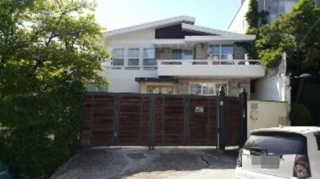 개그우먼 박나래가 낙찰 받은 주택/ 사진=유튜브 캡처