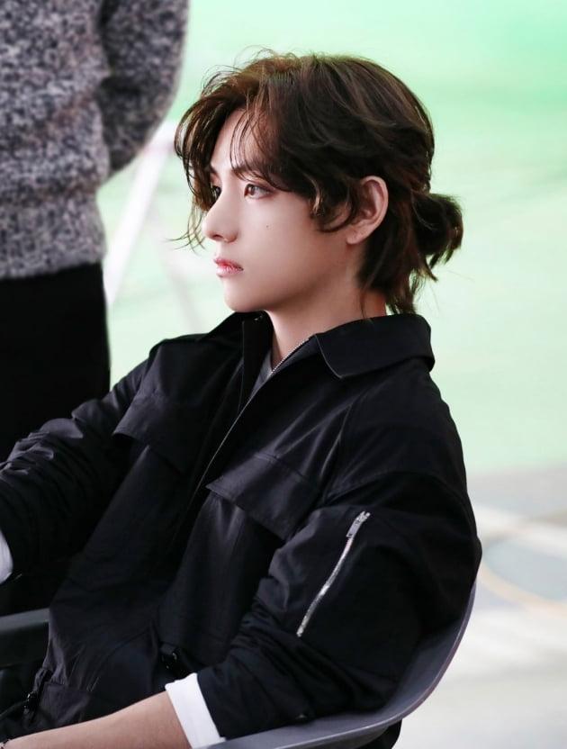 방탄소년단 뷔, 화보현장을 장악하며 각양각색의 팔색조 매력 뽐내