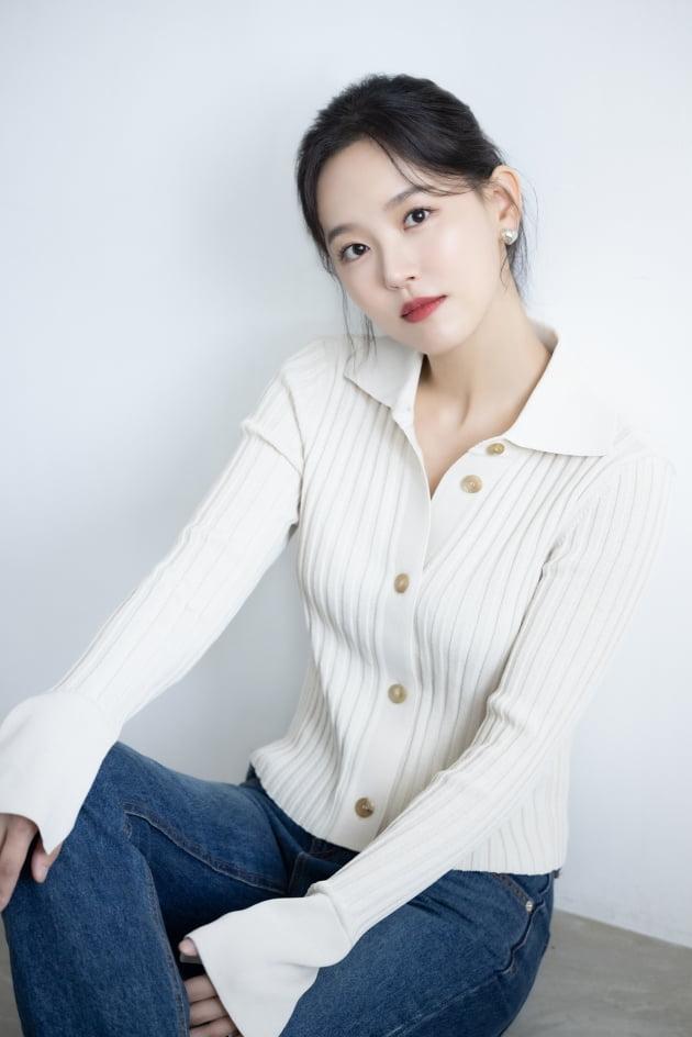 tvN 드라마 '간 떨어지는 동거'에서 화려한 비주얼에 반전 매력을 겸비한 전직 구미호 양혜선 역으로 열연한 배우 강한나. /사진제공=키이스트