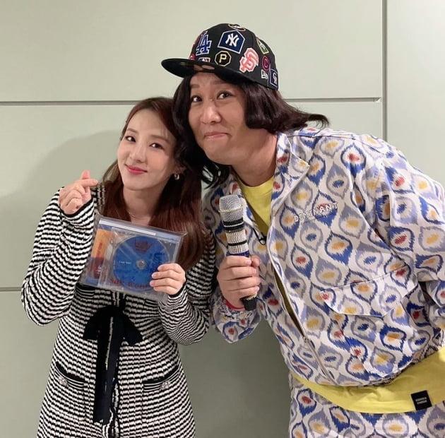 산다라 박, CD보다 작은 얼굴...8Kg 찐거 맞나? MC민지와 함께[TEN★]