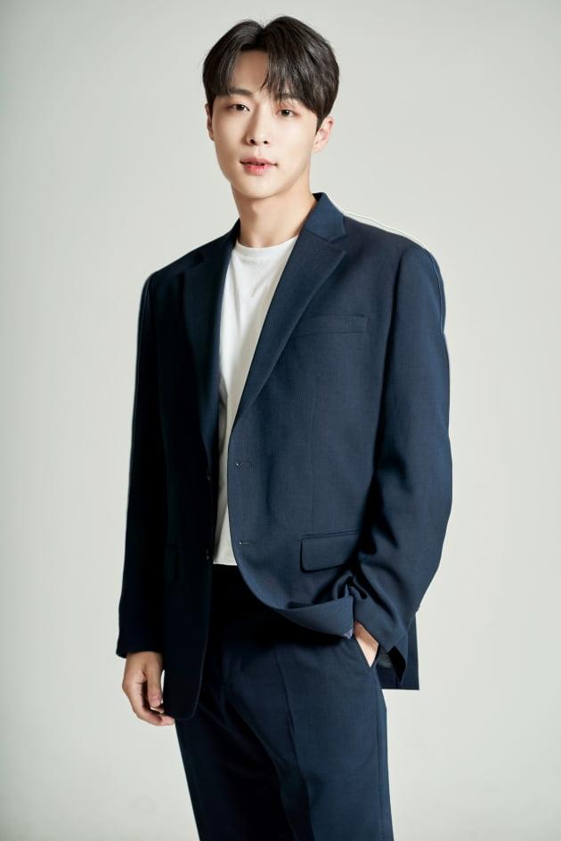 tvN 드라마 '간 떨어지는 동거'에서 이담(이혜리 분)의 철벽 매력에 빠져 개과천선하는 SNS스타 범띠 선배 계선우 역으로 열연한 배우 배인혁. /사진제공=피데스스파티윰
