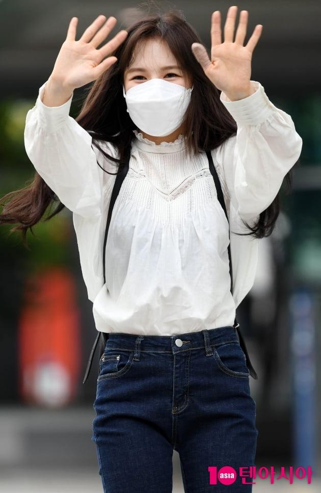 [TEN 포토] 레드벨벳 웬디 '안녕~~ 이제 가요'