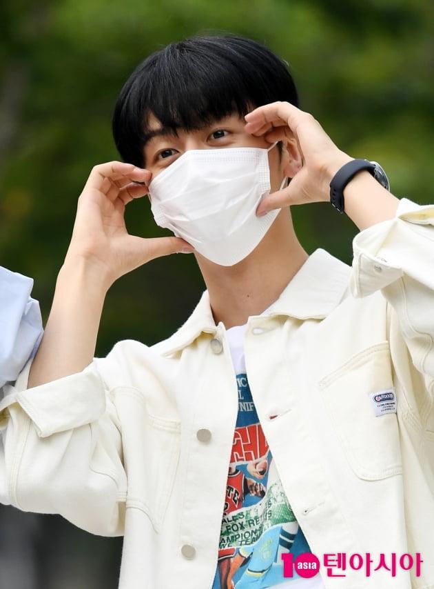 [TEN 포토] SF9 영빈 '리더의 품격 하트'