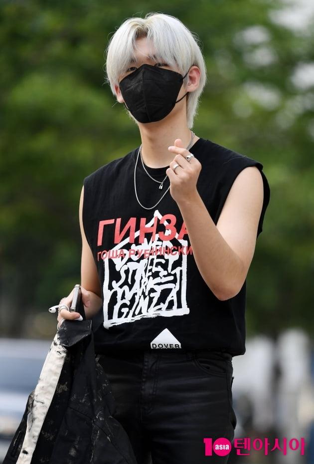 [TEN 포토] 가호 '스웨그 넘치는 하트?'