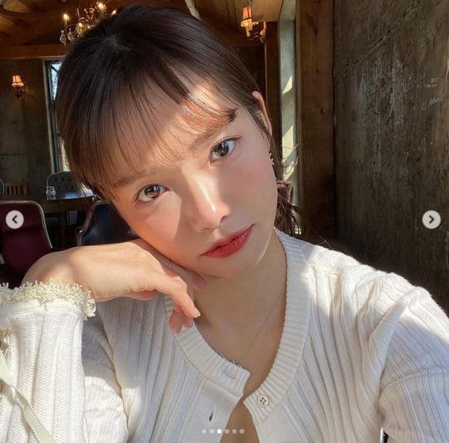 하연수, 원조 꼬부좌의 사랑스러운 인형미모[TEN★]