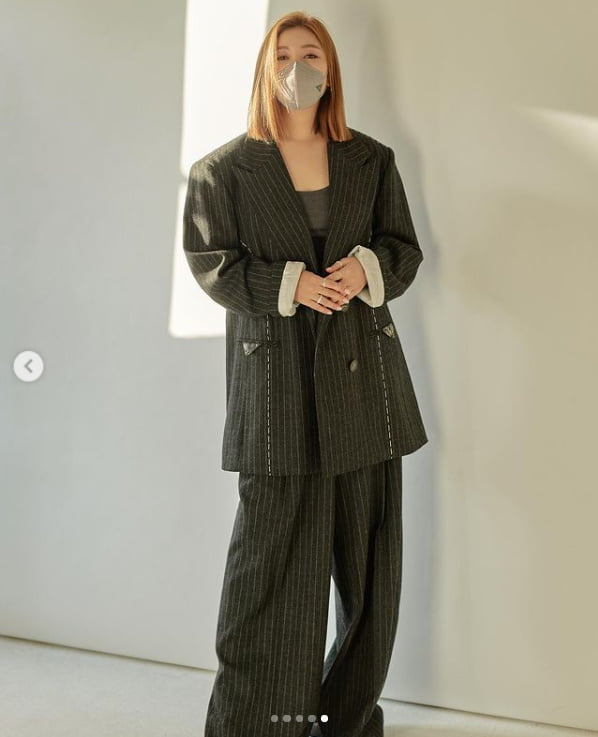 '44kg' 송가인, 날렵한 V라인...트롯여신에서 화보장인으로[TEN★]