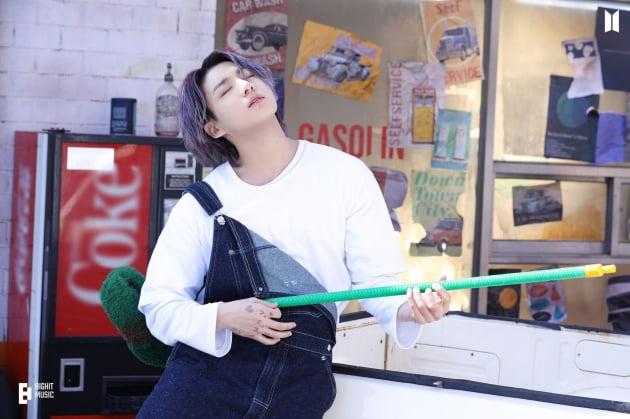 방탄소년단 정국, '자작곡' 해시태그 '#stillwithyou' 틱톡 1억 2000만뷰 돌파..'뜨거운 인기ing'