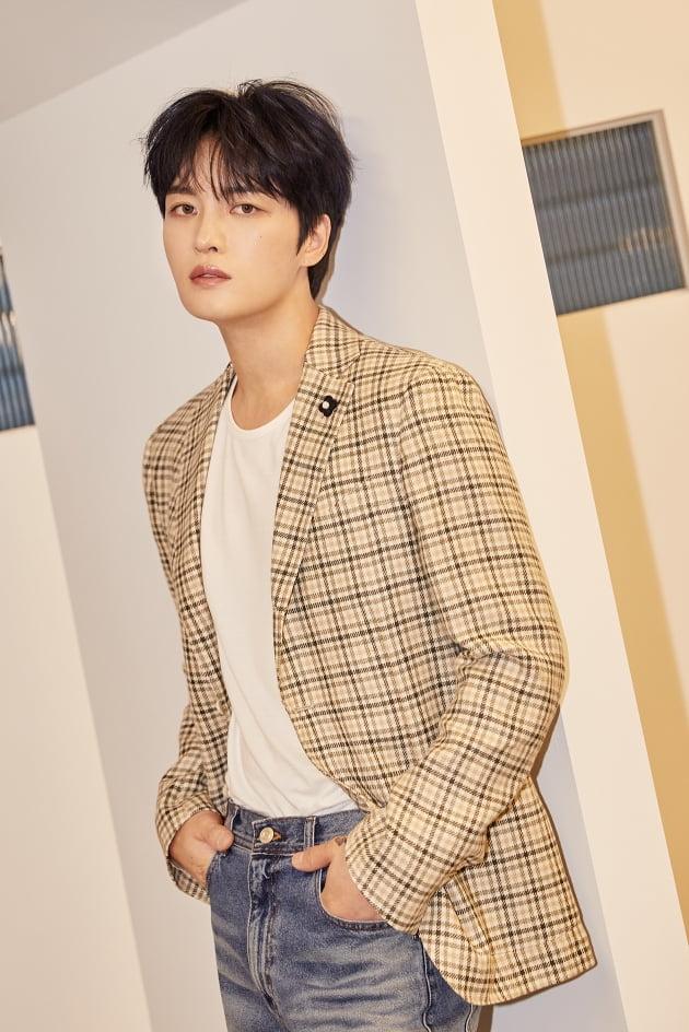 [공식] '데뷔 18년' 김재중, 자전적 이야기 '온 더 로드' 오늘(21일) 개봉…OST 동시 발매