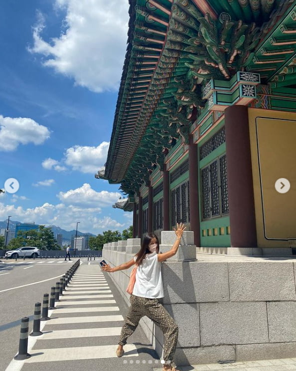 '52kg' 김빈우, 몸빼 바지 입고 고급호텔 영빈관 앞에서...여리여리한 팔뚝[TEN★]