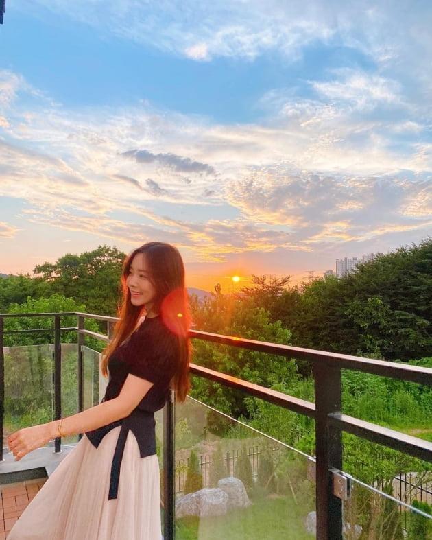 '박성광♥' 이솔이, 전원주택서 쇼핑 홈캉스…패션 정보는 '복붙' 댓글로 공유 [TEN★]