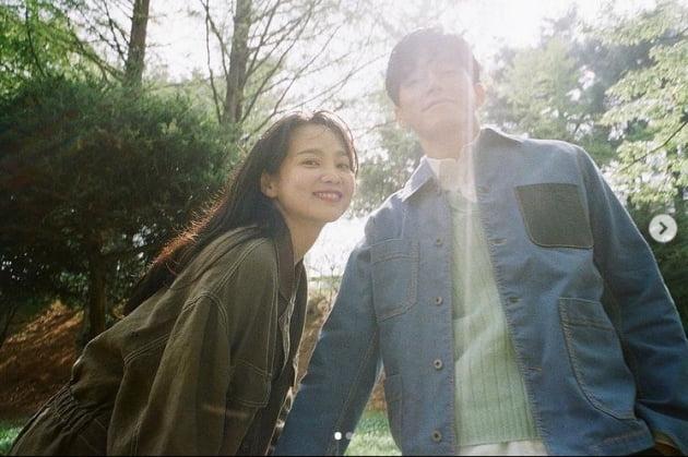 '결혼 뒤 6년 무색' 윤승아♥︎김무열, 여전히 풋풋한 커플같은 부부[TEN★]