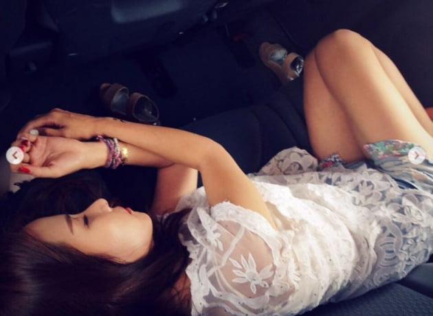 조여정, 무릎 위→침대 위…낮잠에 취해 [TEN★]