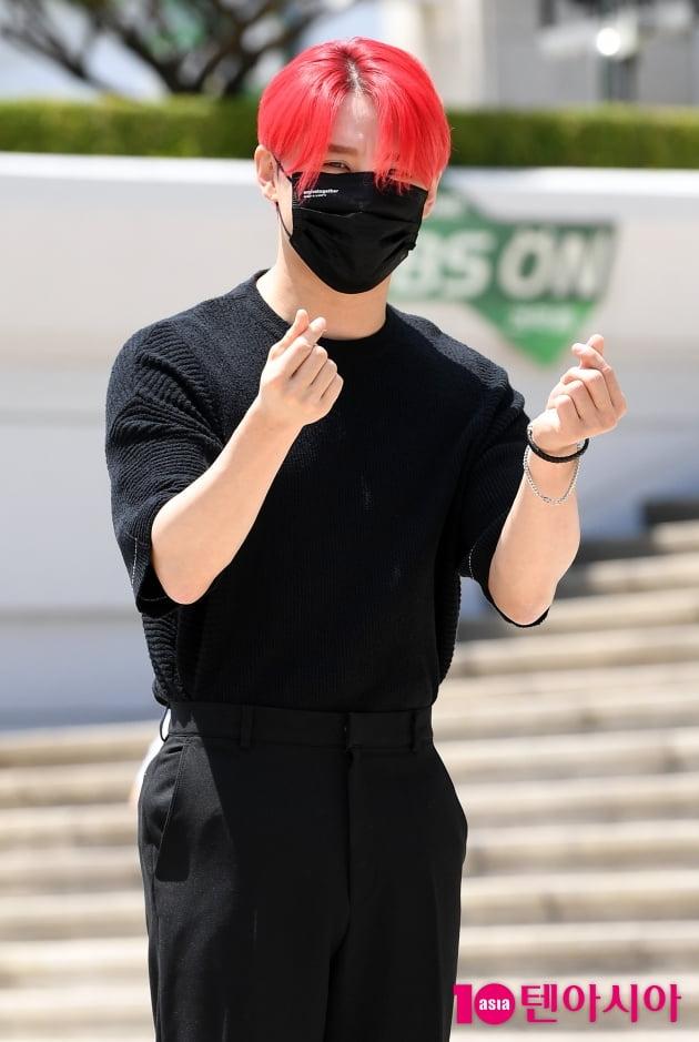 [TEN 포토] 김준수 '태양아래 반사되는 멋짐뿜뿜'