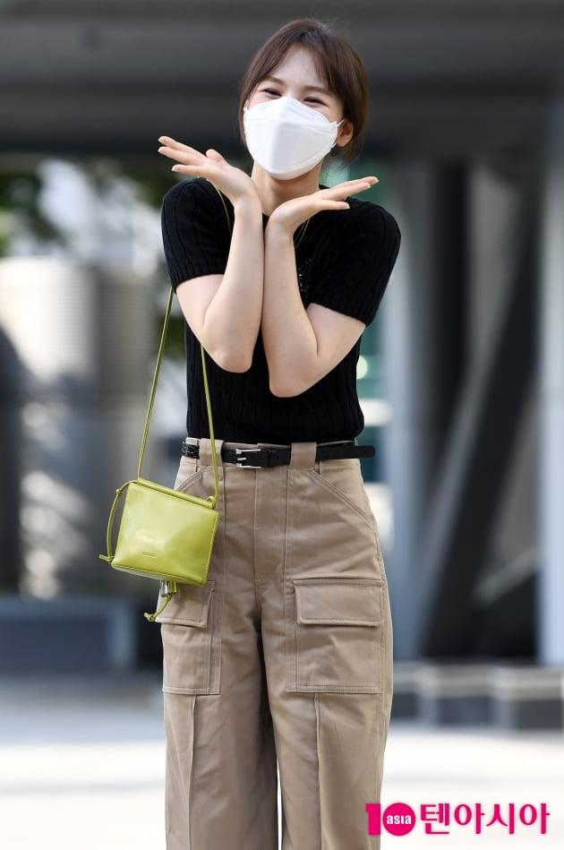 [TEN 포토] 레드벨벳 웬디 '꽃향기에 취해보실래요?'