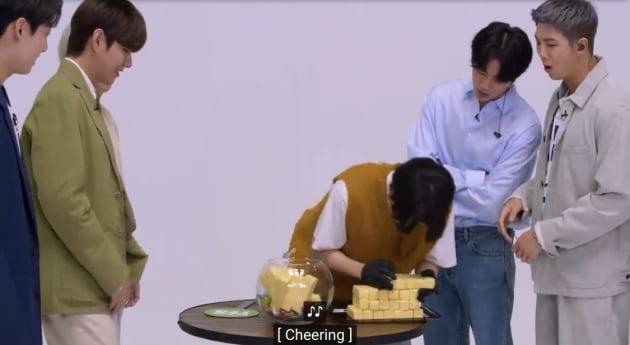 방탄소년단 지민, '美투나잇쇼' 버터 게임 '상남자 매력'…꿀 떨어지는 지미 팰런
