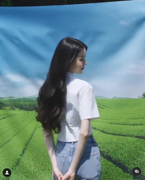아이즈원 출신 장원영, 반만 보이는 얼굴과 바지까지 닿은 머리카락TEN★]