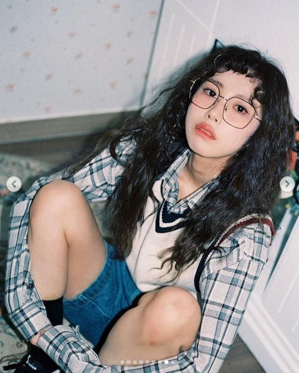 전효성, 안경+뽀글이 머리...1980년대로 돌아간 베이글녀[TEN★]