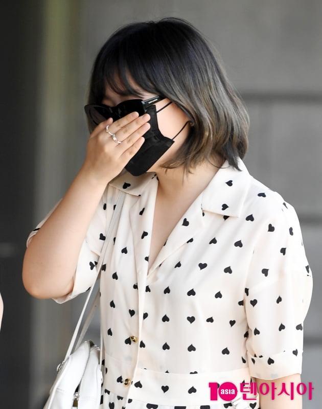 [TEN 포토] 악동뮤지션 이수현 '오빠때문에 빵 터짐'