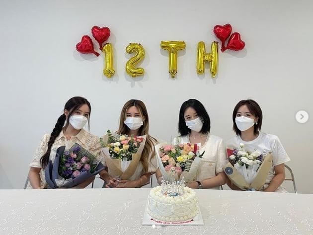 티아라 지연, 티아라 12주년...이게 행복이지롱❤️ [TEN★]