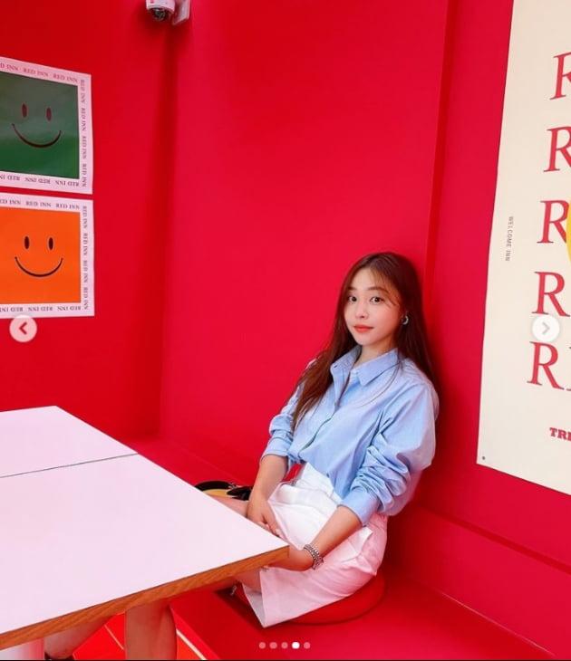 '박성광♥' 이솔이, 오늘도 세절예 미모...카페 기죽이는 분위기[TEN★]