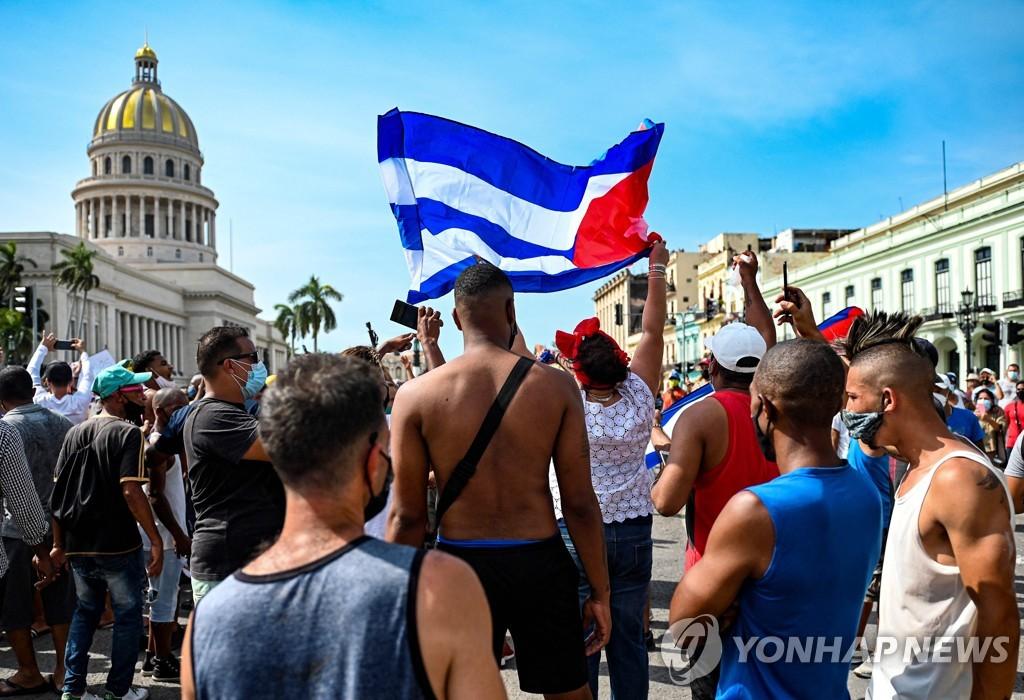 """쿠바 대통령, 반정부 시위 놓고 """"미 제재·소셜미디어 선동 탓"""""""
