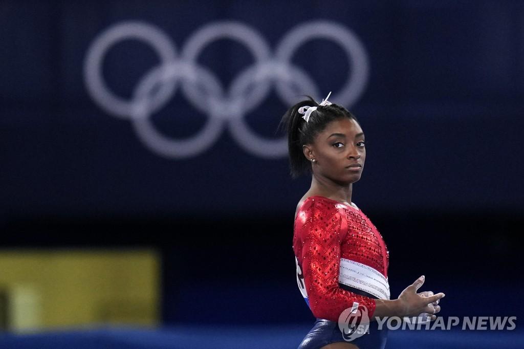 """[올림픽] 바일스 '깜짝 기권'에 후원사들 지지…""""놀랍도록 용감한 결정"""""""