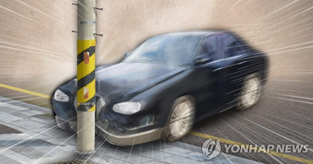 인천 숭의동서 음주운전 의심 차량 전봇대 추돌…1명 부상
