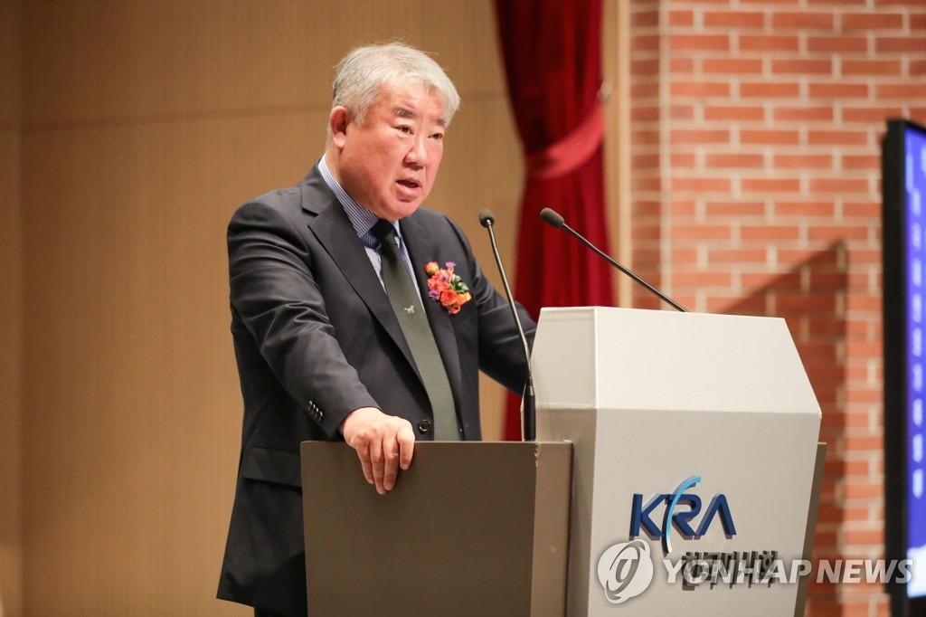 '측근 채용 지시·폭언 논란' 김우남 마사회장에 직무정지 통보(종합)