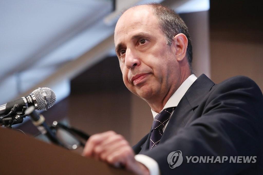 """킨타나 """"남북대화 재개시 이산가족 상봉부터 다뤄야"""""""
