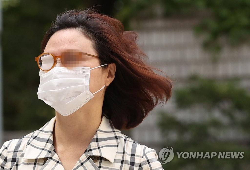 [고침] 사회(검찰, '정경심 비하·욕설' 유튜버들 불구속…)