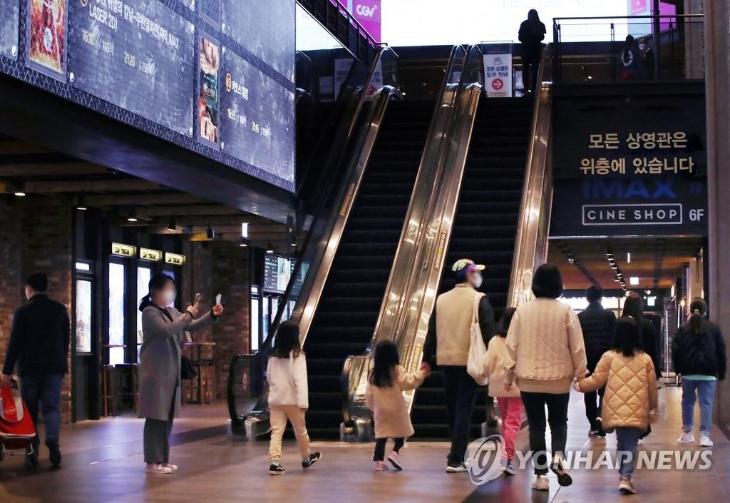 상반기 극장 관객 2천만명으로 역대 최저…개봉작은 작년보다↑(종합)