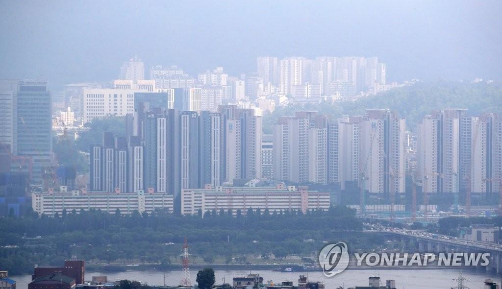서울 아파트값 1년 반 만에 최고로 올라…8주 연속 0.1%대 상승