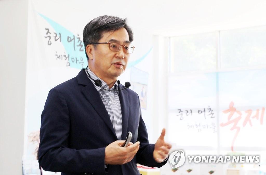 김동연, 언론창구 개설…여야 거리두며 대권행보 시동