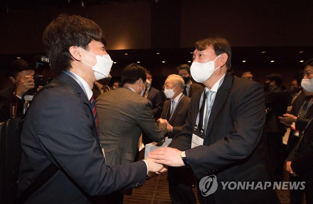 """與, '지지율로 尹평가' 이준석 비판…""""낮은 법의식"""""""