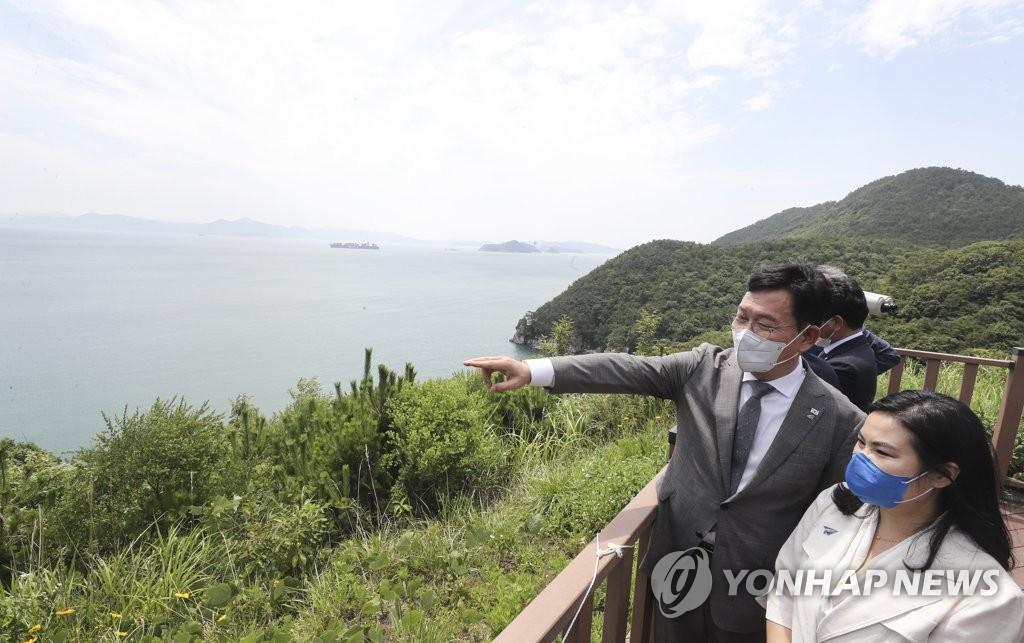 '김경수 빠진 PK 보듬기' 與 부산행…신공항 드라이브 재개(종합)