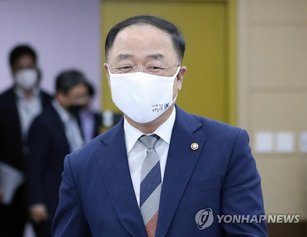 홍남기·이주열, G20 재무장관·중앙은행총재 회의 참석차 출국