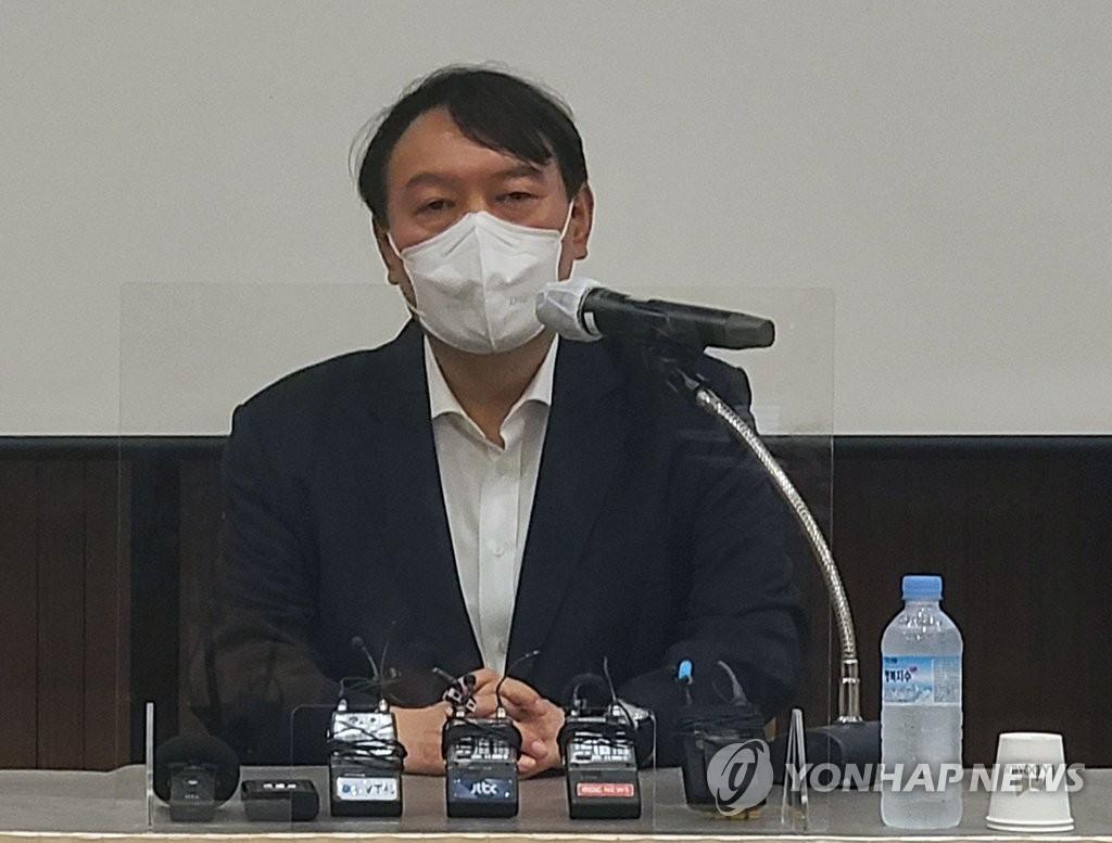 지지율 꺾이나?…기세등등하던 尹 캠프 '초비상'