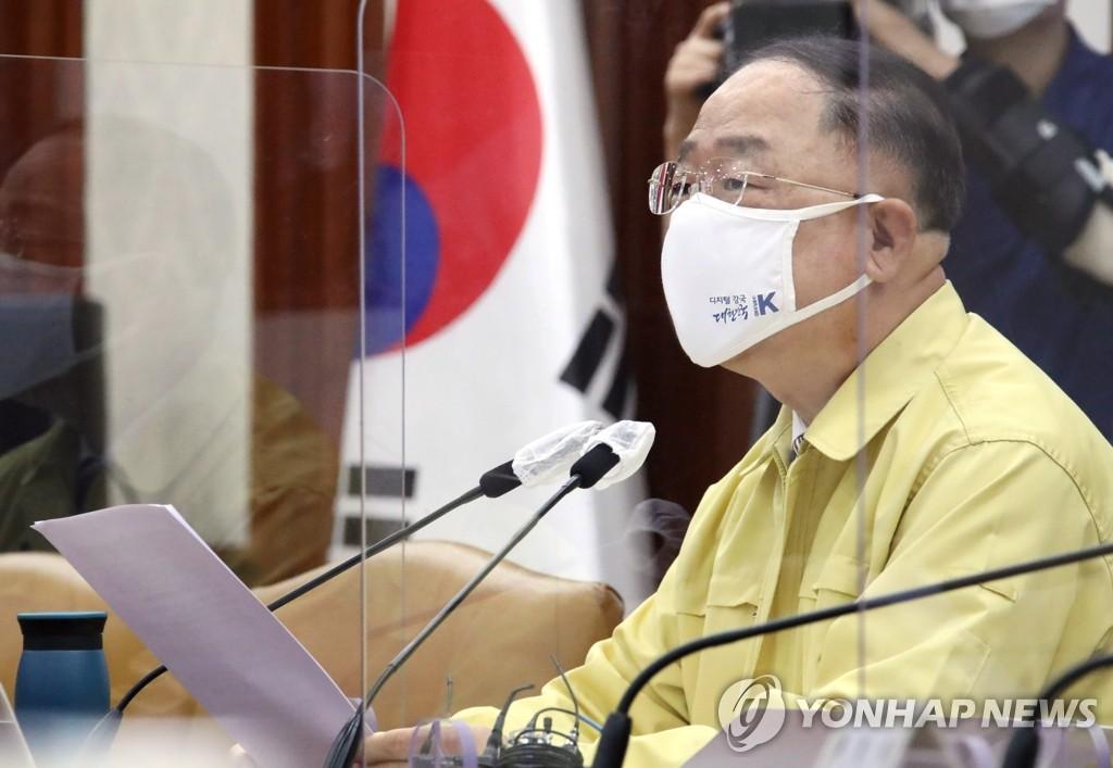 """홍남기 """"법령상 가족개념 확대 추진…1인가구 지원 강화"""""""